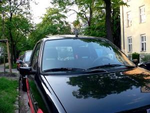Ohne Polfilter: so sehen Fotos von Autos meistens aus.   Bild: SuperFLoh wikimedia commons CC BY 2.5