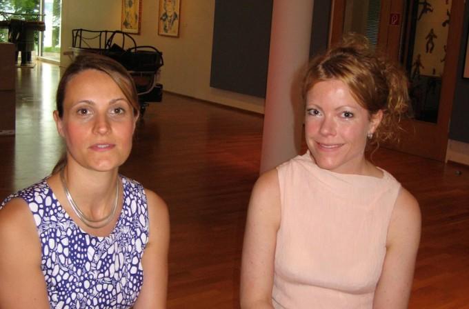 Die Kuratorinnen Valeska Hageney und Sylvia Volz haben Kinderzeichnungen heute bekannter zeitgenössischer Künstler zusammengetragen.
