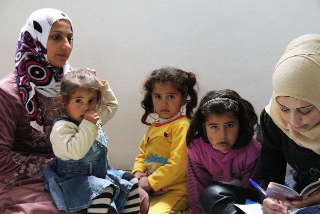 Syrische Flüchtlingsfamilie bei der Registrierung in Wadi Khaled, Libanon. Copyright: UNHCR/F.Juez
