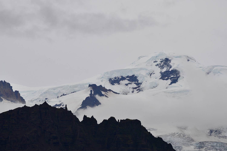 Hvannadalshnúkur im Vulkanmassiv des Öræfajökull, mit 2110 m die höchste Erhebung Islands